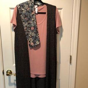 LuLaRoe Joy M, Classic Tee M, TC Leggings Outfit